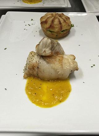 trancio-di-pescatrice-patata-soffiata-e-intingolo-giallo-peperone-corpo