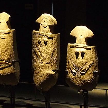 museo-statue-stele-corpo