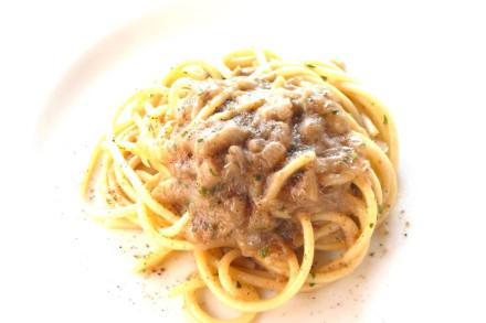 OK spaghetti-piccoli-con-cipolla-acciughe-e-profumo-di-aceto-stravecchio-carlo-piasentin