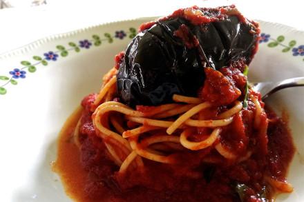 spaghetti-con-melanzane-ripiene-web