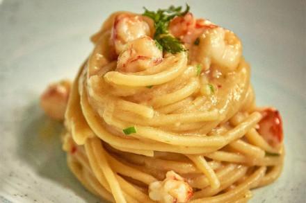 spaghetti-grandi-aglio-olio-peperoncino-e-gamberi,-carroponte-fabio-lanceni-e-oscar-mazzoleni