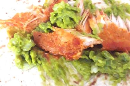 tortilla-con-aguacate-e-pollo-fritto-web